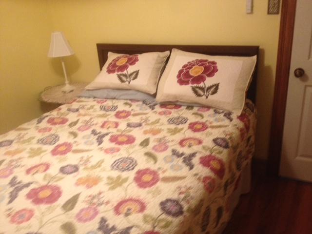 Maison mazant a small b b in new orleans 39 hip bywater - Queen bed ideas for small room ...